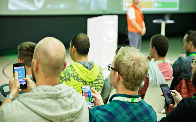 Skoda-students-phones-conference