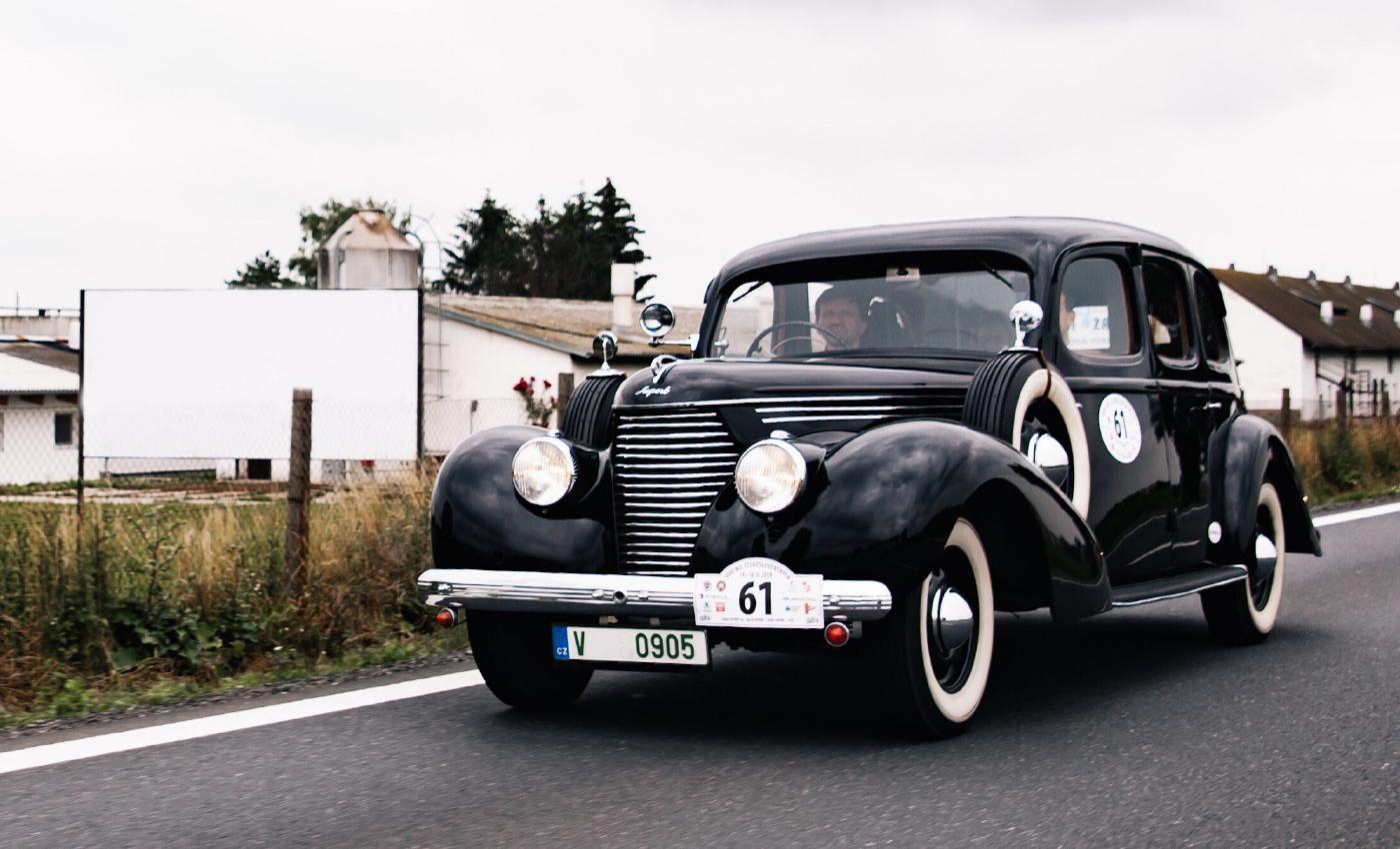 SKODA-VINTAGE-Black-Drive