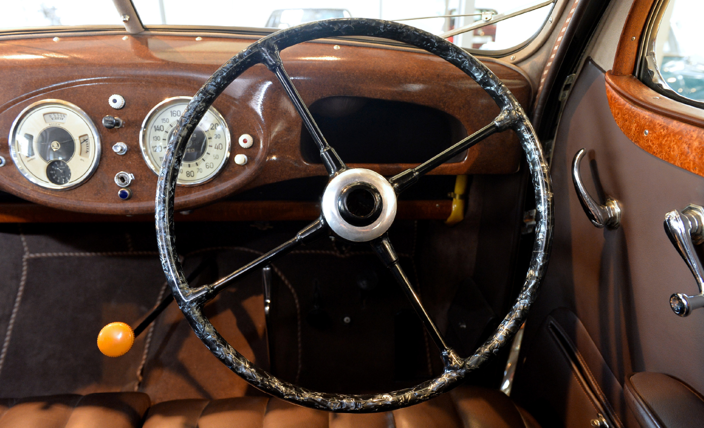 SKODA-SUPERB-4000-steering-wheel