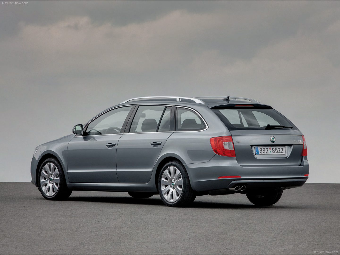 Skoda-Superb_Combi-second-generation-2009