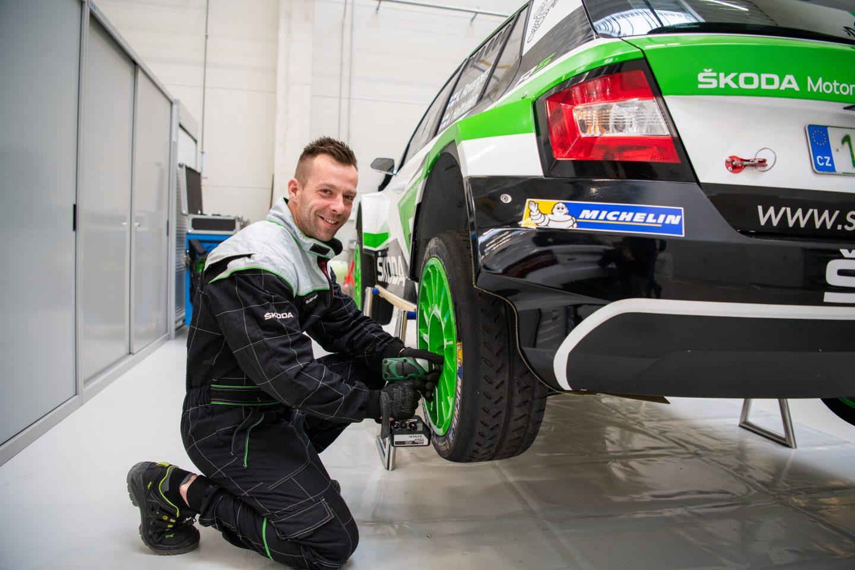 motorsport-mechanic-skoda-vaclav-svab-fabia-r5
