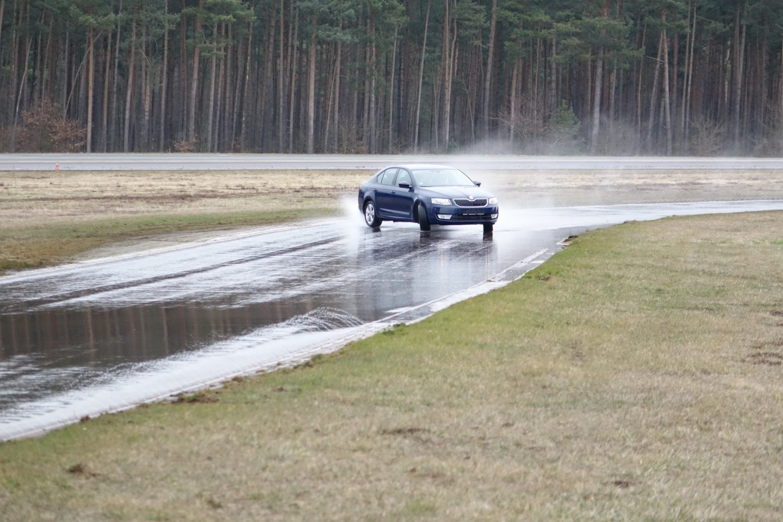 skoda-tyres-test-wet-octavia.JPG