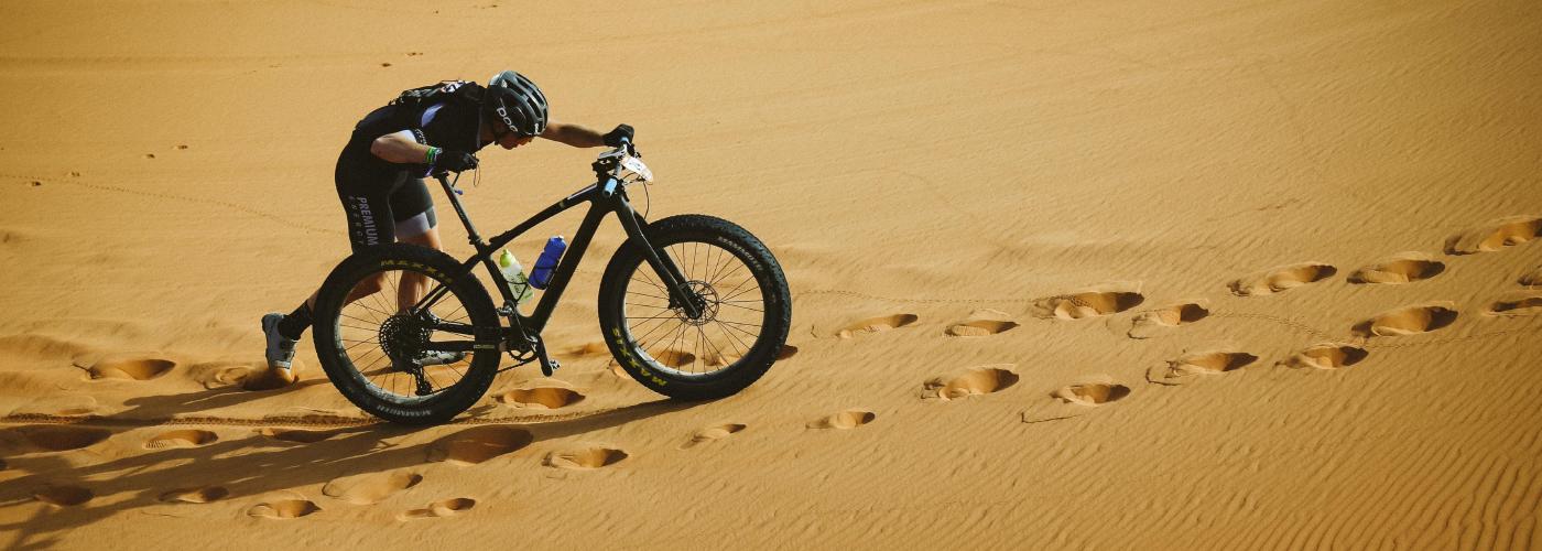 titan-race-biker-sand