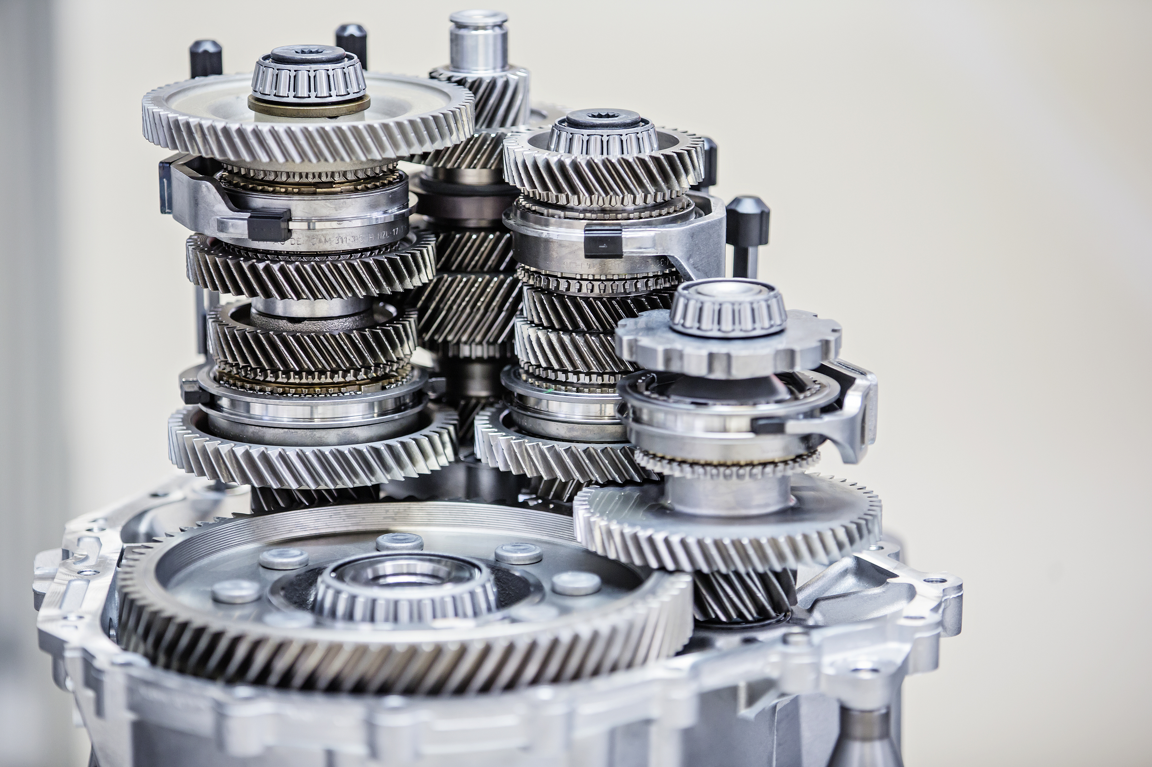 ŠKODA AUTO produces its 12 millionth gearbox of the current