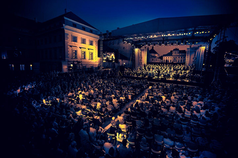 hradcanske-square-prague-music-philharmony