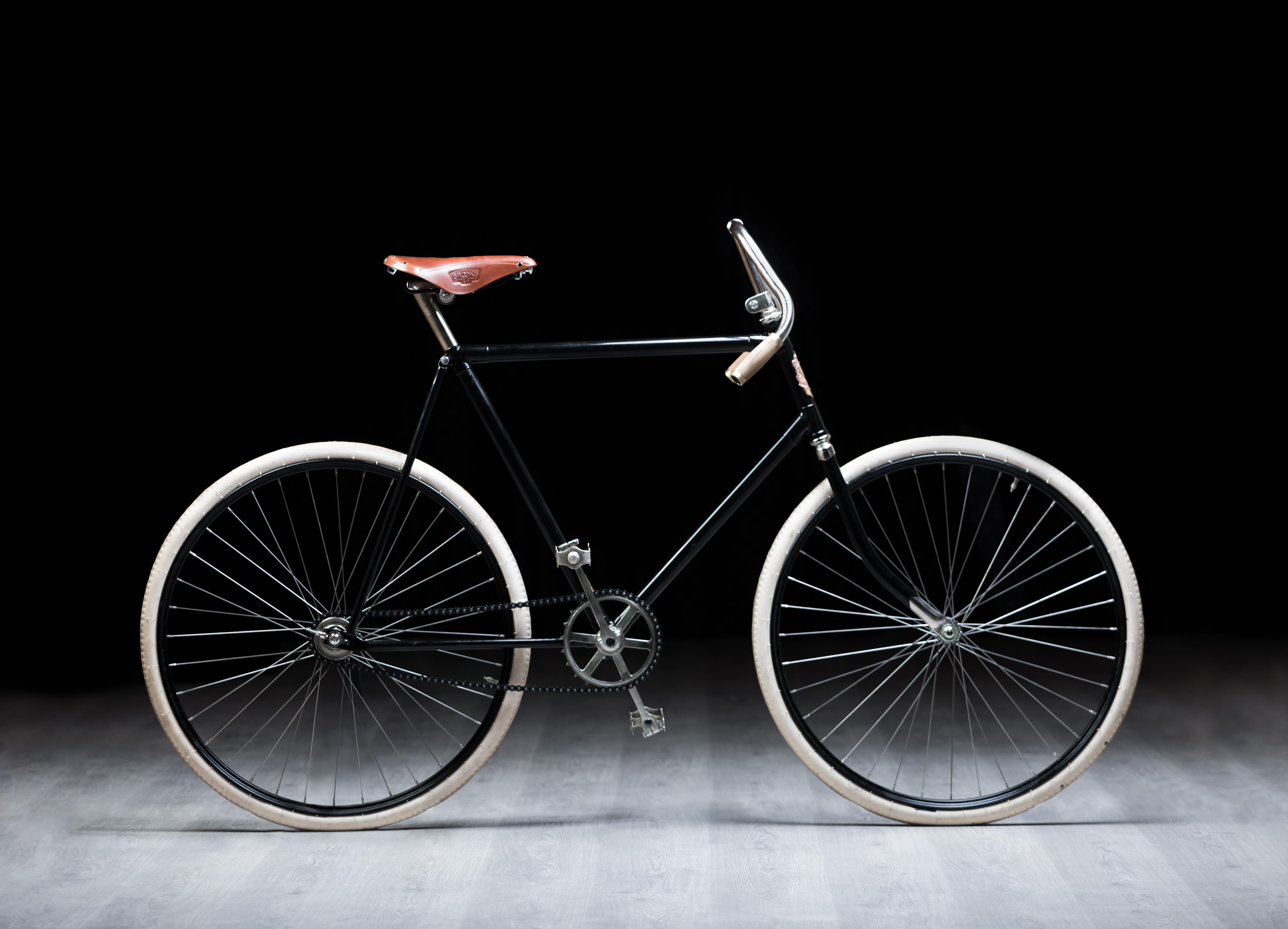 Radsportfan startet mit Nachbau eines über 120 Jahre alten SLAVIA Fahrrad bei der L'Étape du Tour
