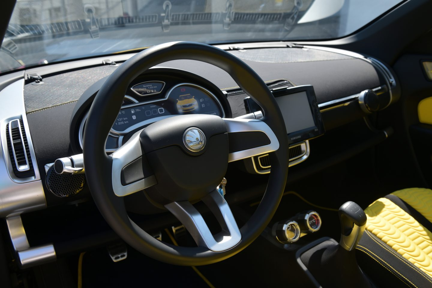 skoda-joyster-interior-design-wheel-dashboard