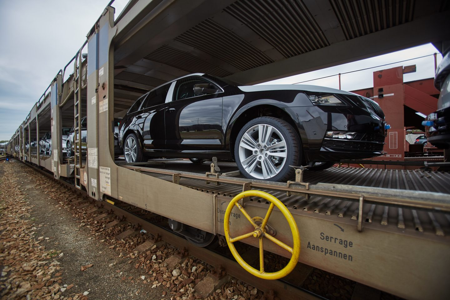 skoda-logistics-car-train-transport