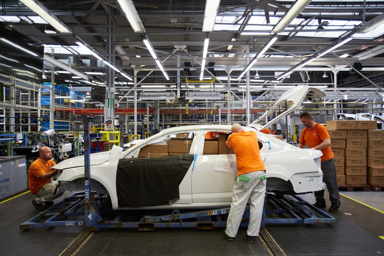 skoda-parts-transport-inside-bodywork-logistics