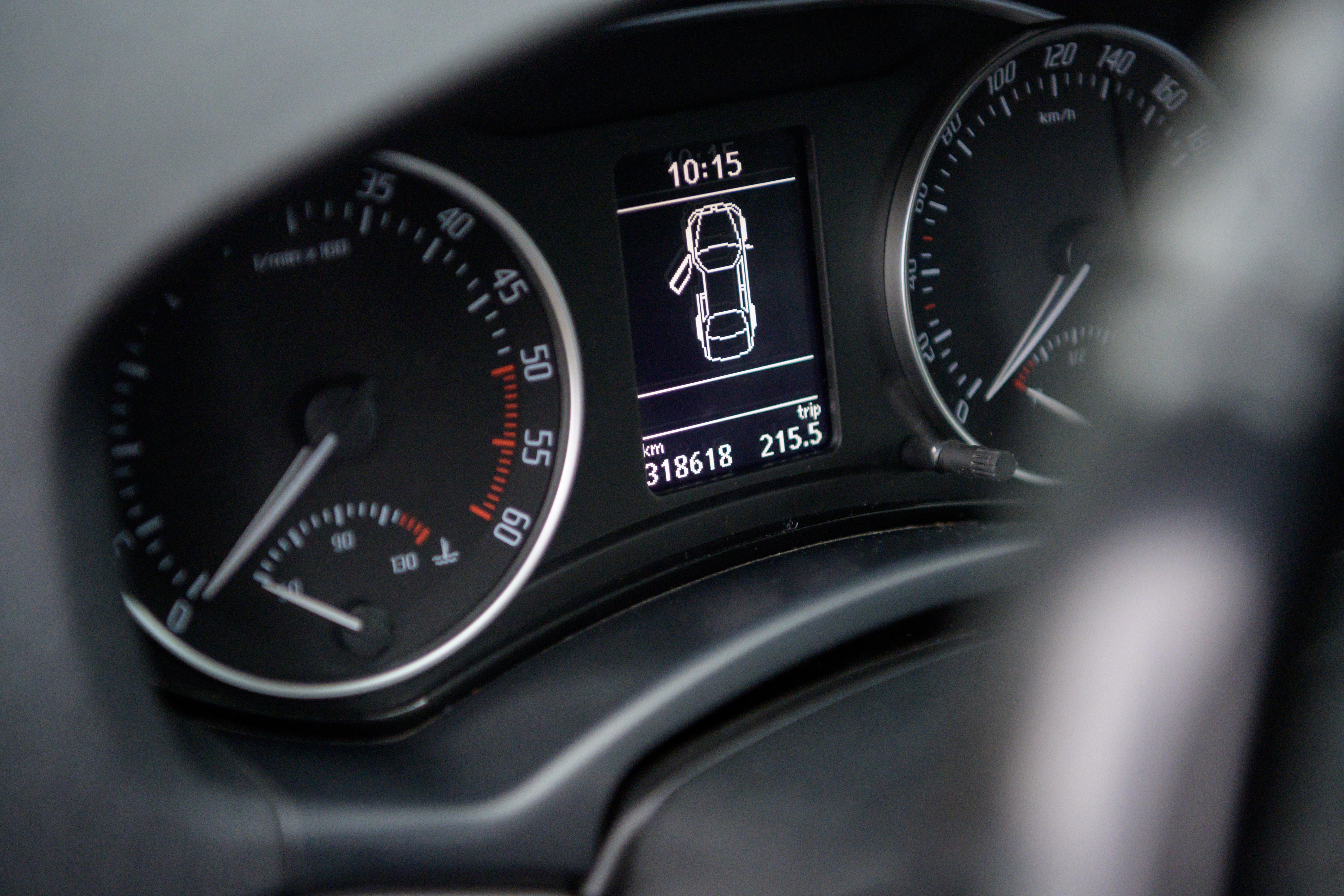 skoda-octavia-interior-dashboard-signage