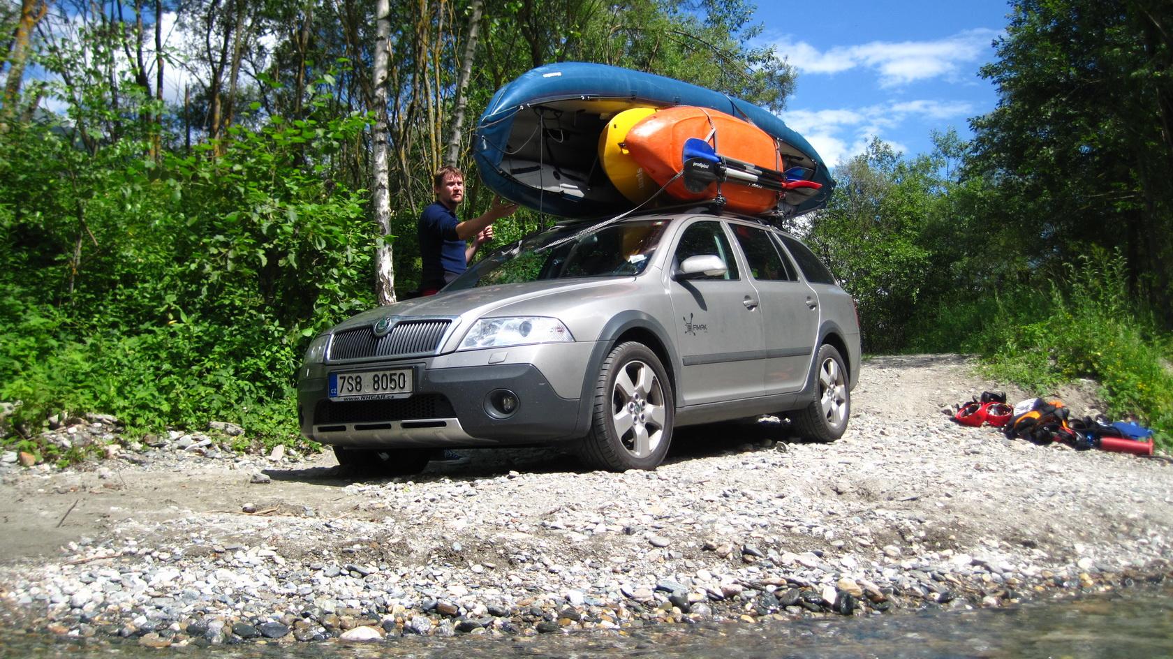 skoda-octavia-kayak-river.JPG