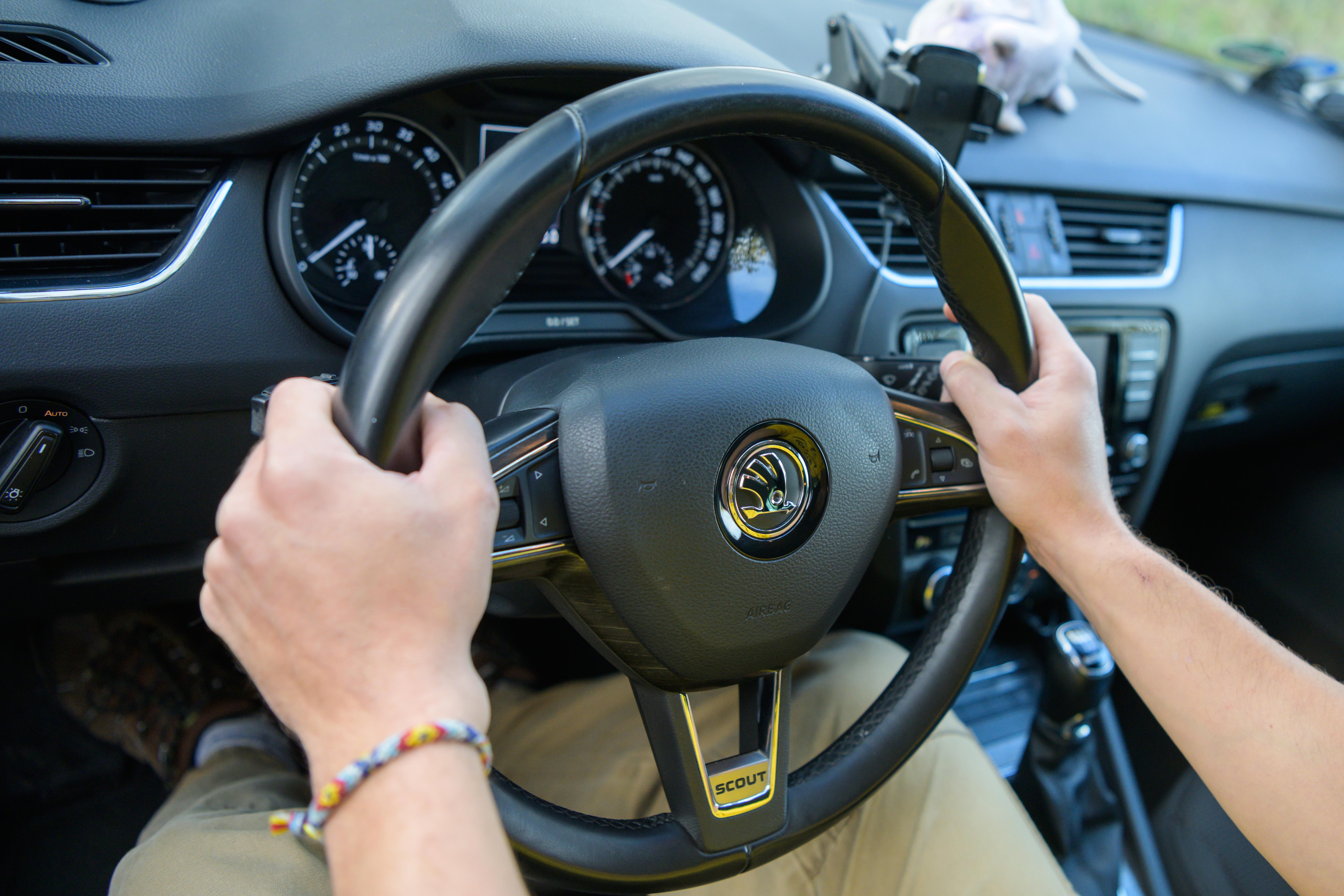 skoda-octavia-scout-steering-wheel