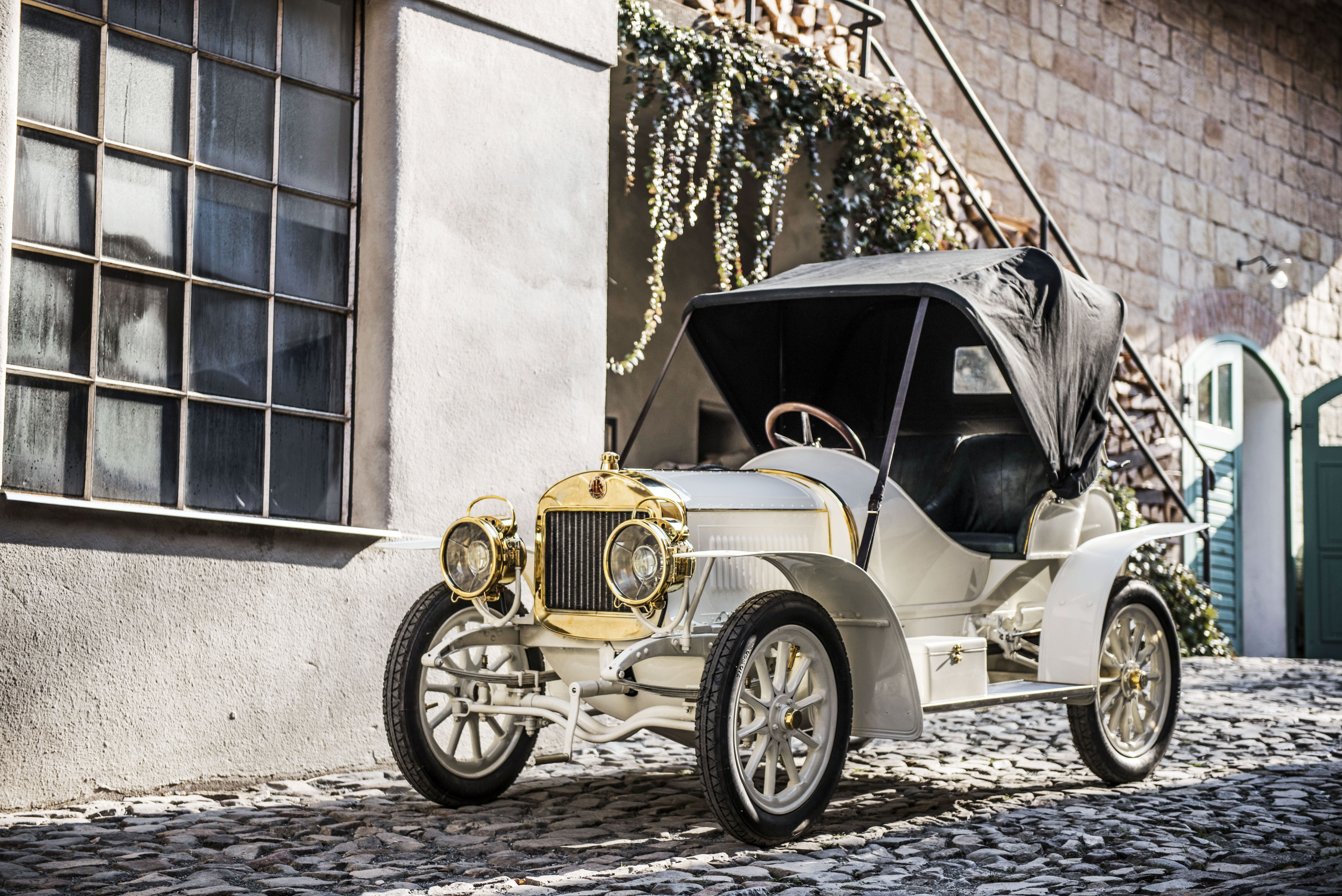 SKODA showcases iconic models from its 125-year history at Rétromobile - Image 3