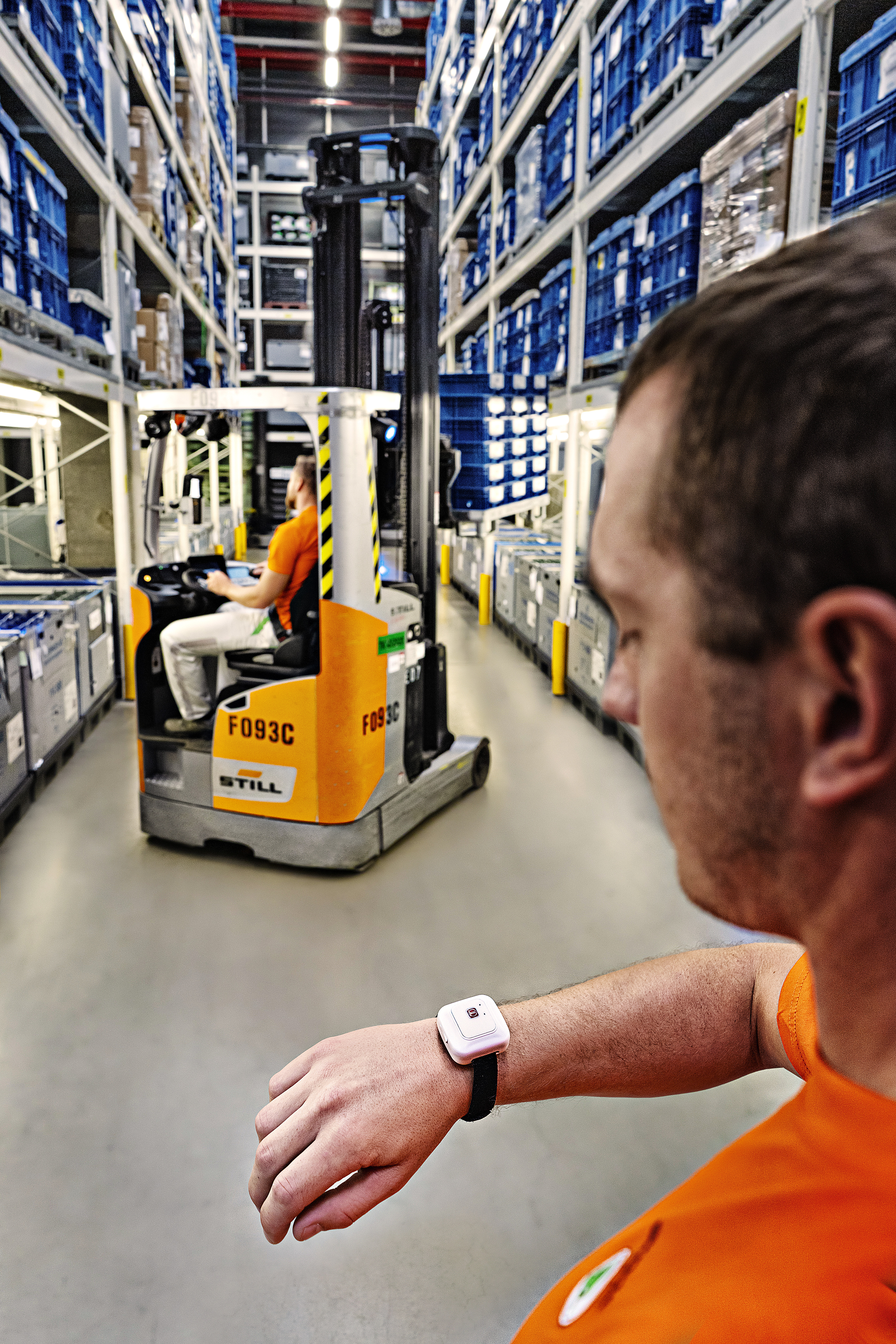 Robot delivers just-in-sequence parts directly to the production line at the SKODA AUTO plant in Kvasiny - Image 1