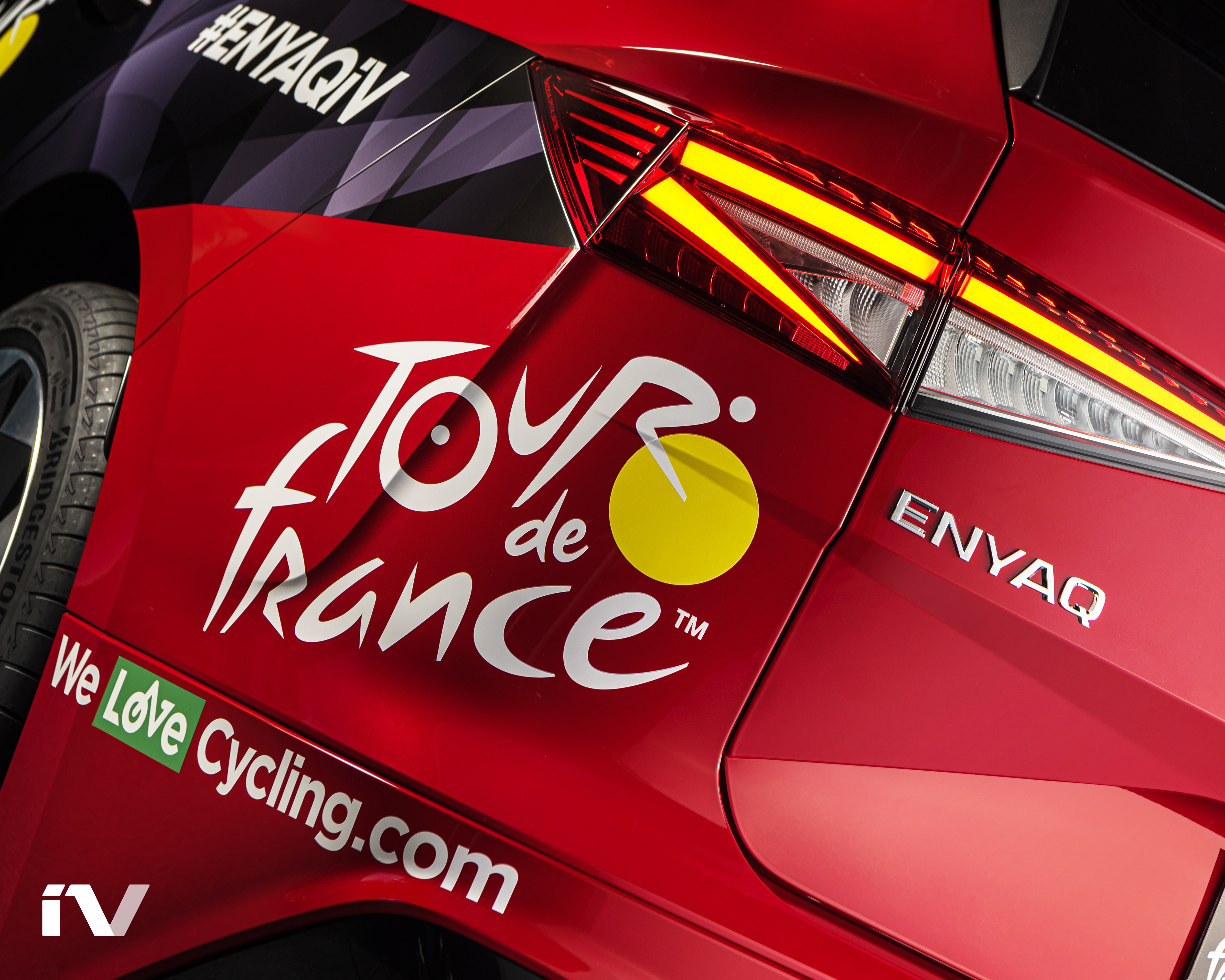 SKODA ENYAQ iV makes its debut as the lead vehicle in the Tour de France - Image 1