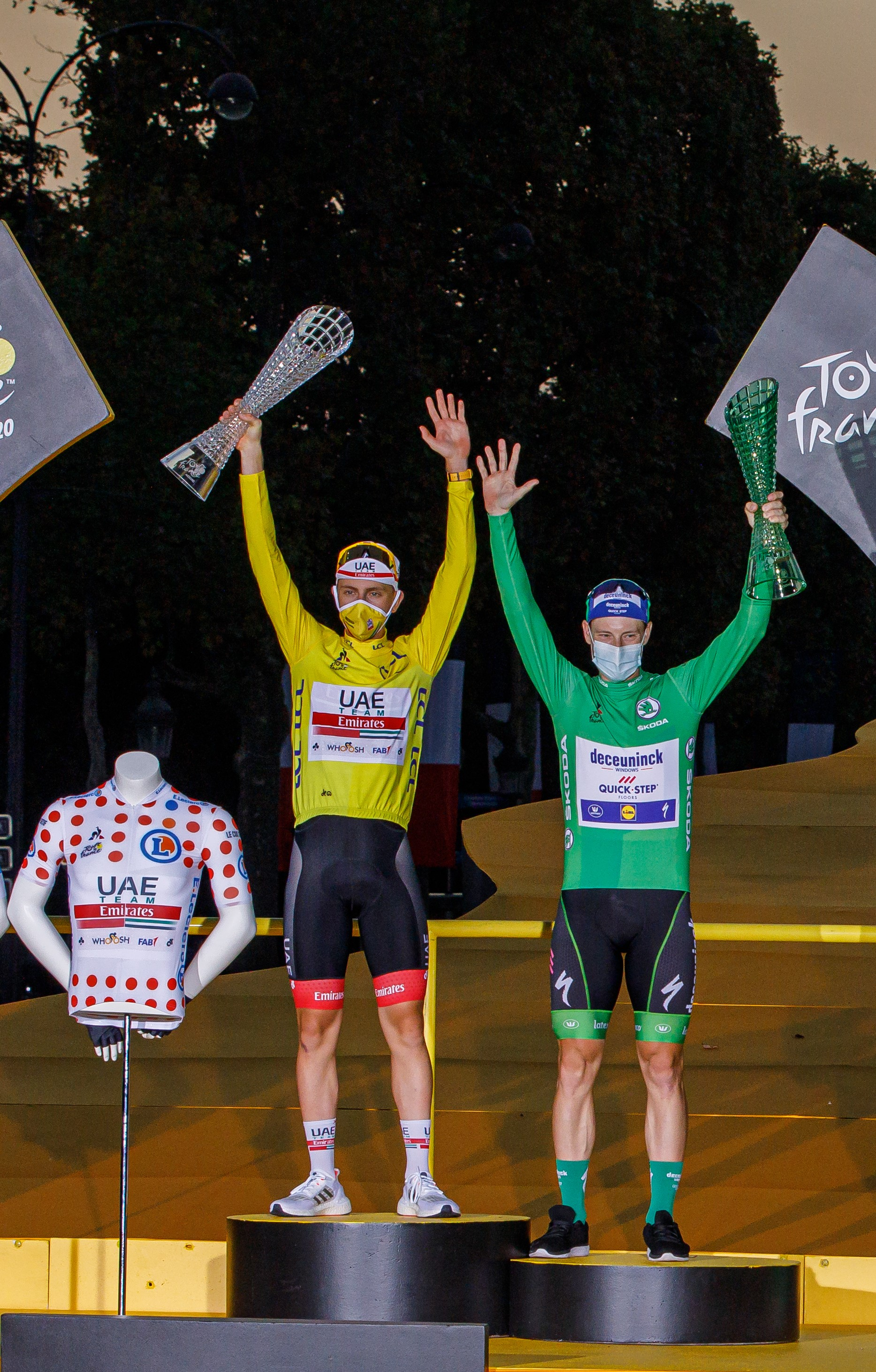 Tadej Pogacar wins the 107th Tour de France and receives crystal glass trophy from SKODA Design - Image 3
