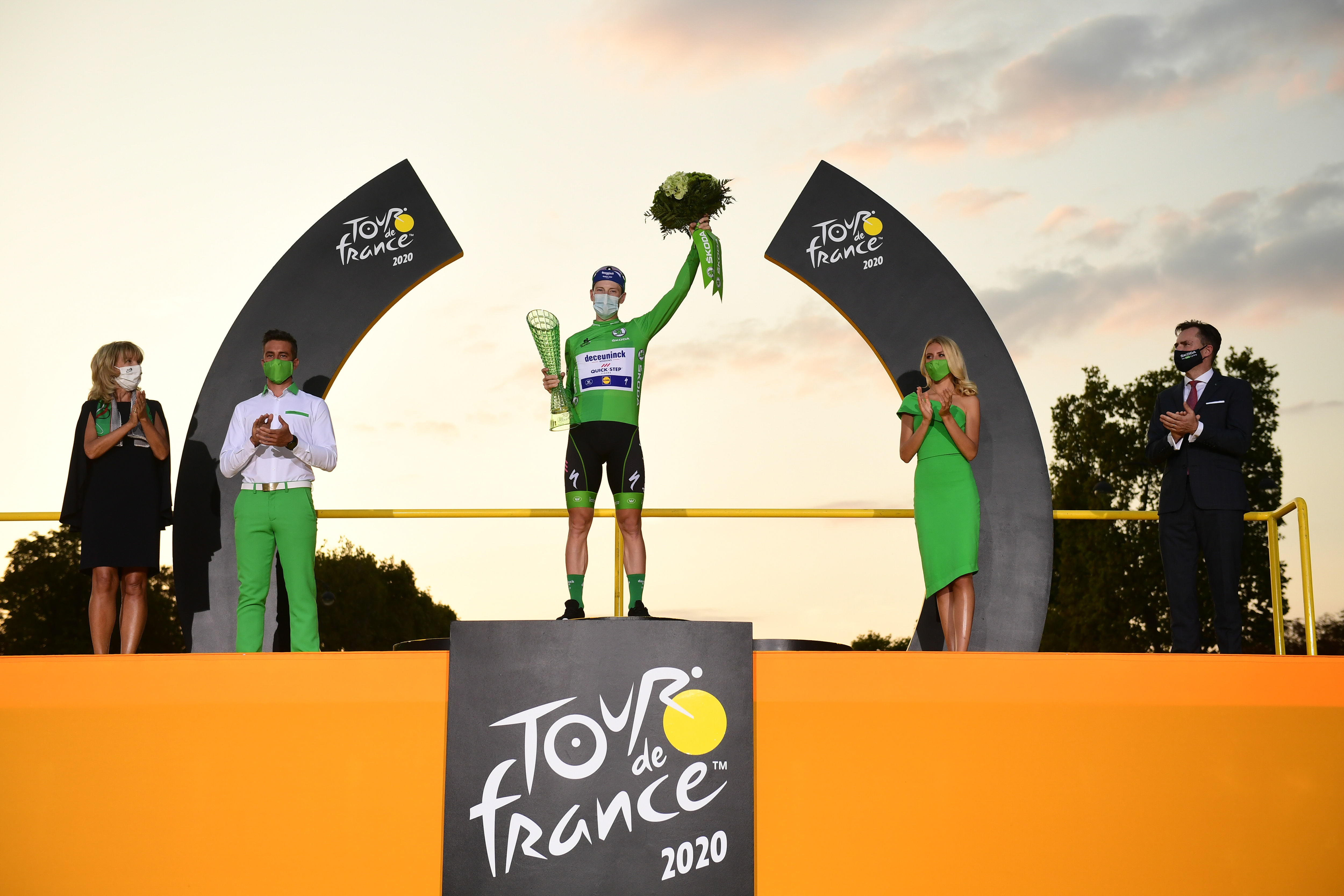 Tadej Pogacar wins the 107th Tour de France and receives crystal glass trophy from SKODA Design - Image 2