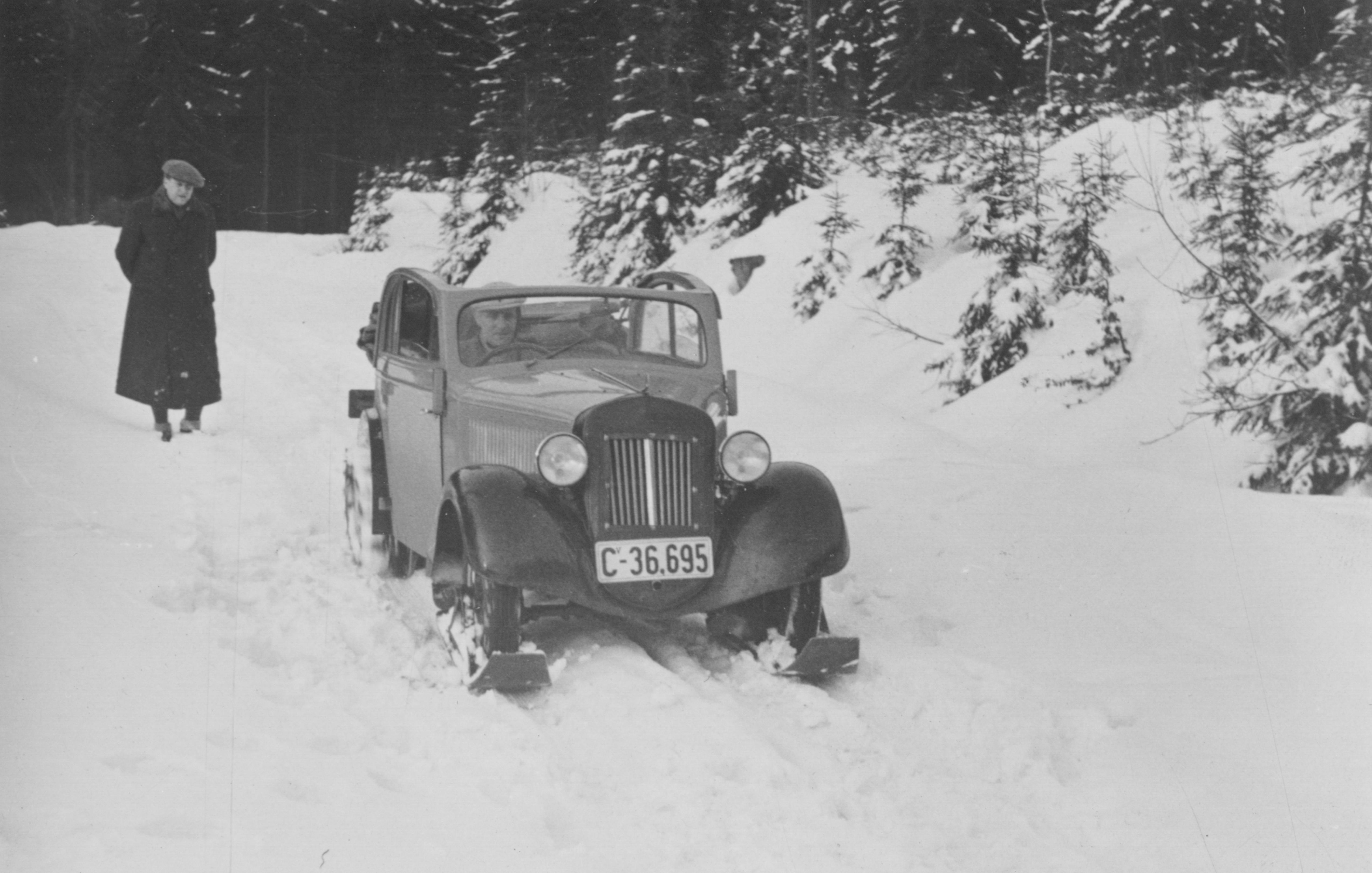 1935_libovolnou_fotku_az_na_tu_vpravo_dole_tu_ne