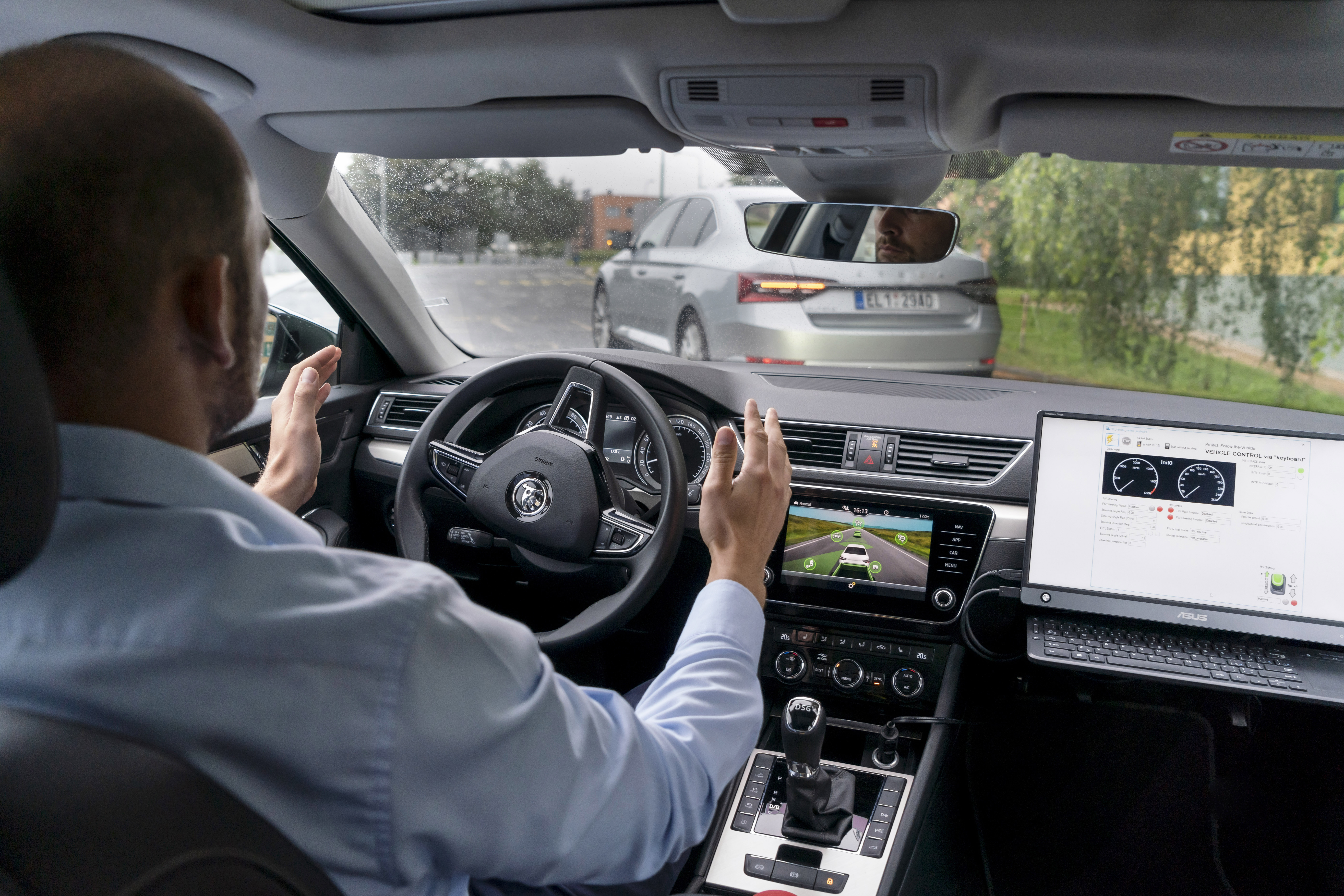 'Follow the Vehicle': SKODA AUTO and the VSB - Technical University of Ostrava collaborate on automated car convoy project - Image 1