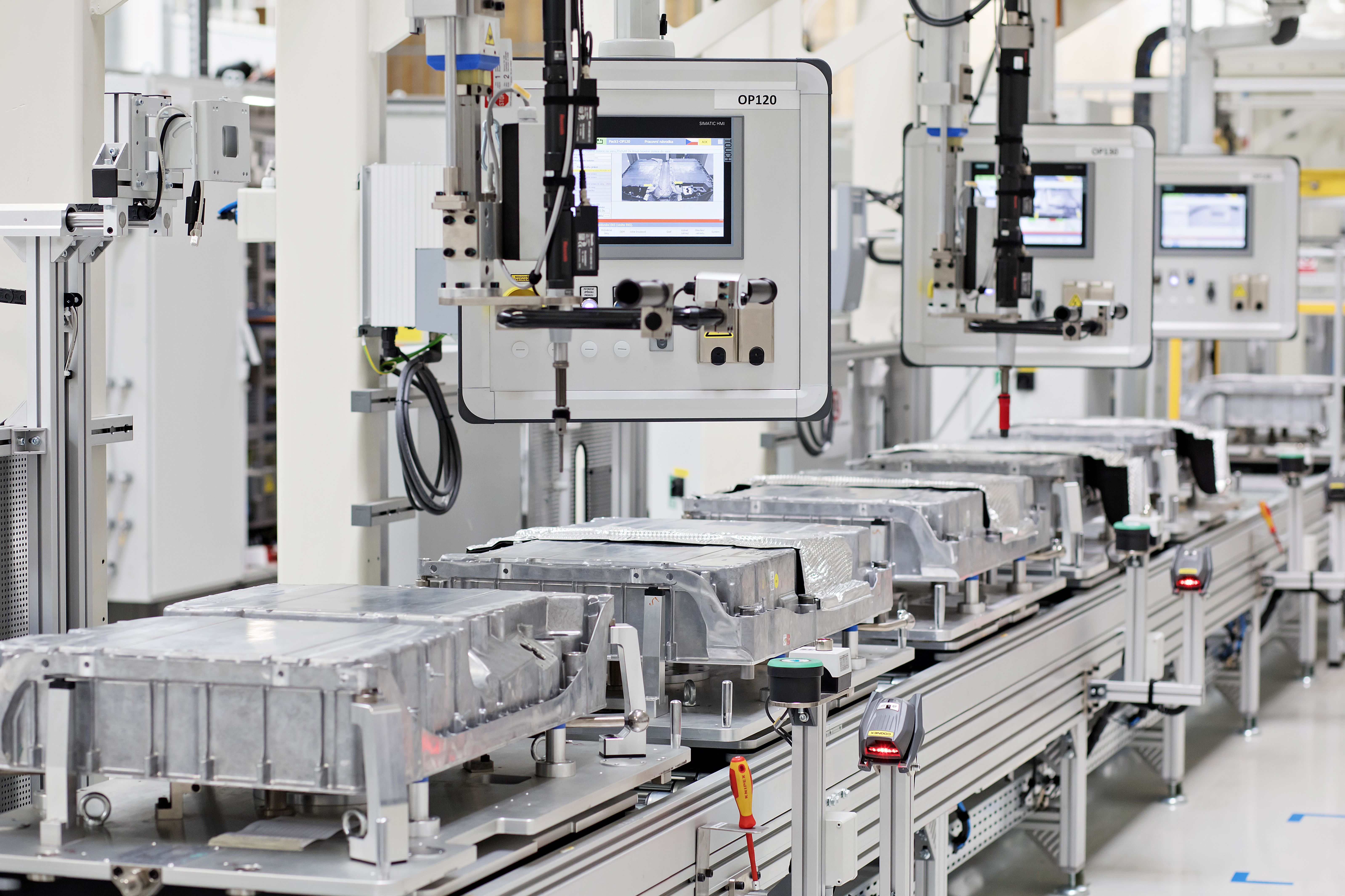 SKODA AUTO produces 100,000th battery for models with plug-in hybrid drivetrain - Image 1