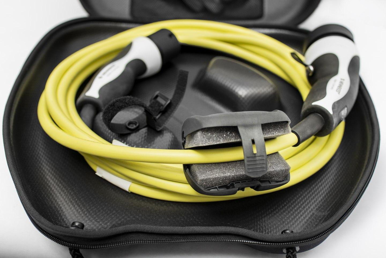 Jeden z nových Simply Clever prvků čístítko na kabel pro dobíjení modelu ŠKODA ENYAQ iV.