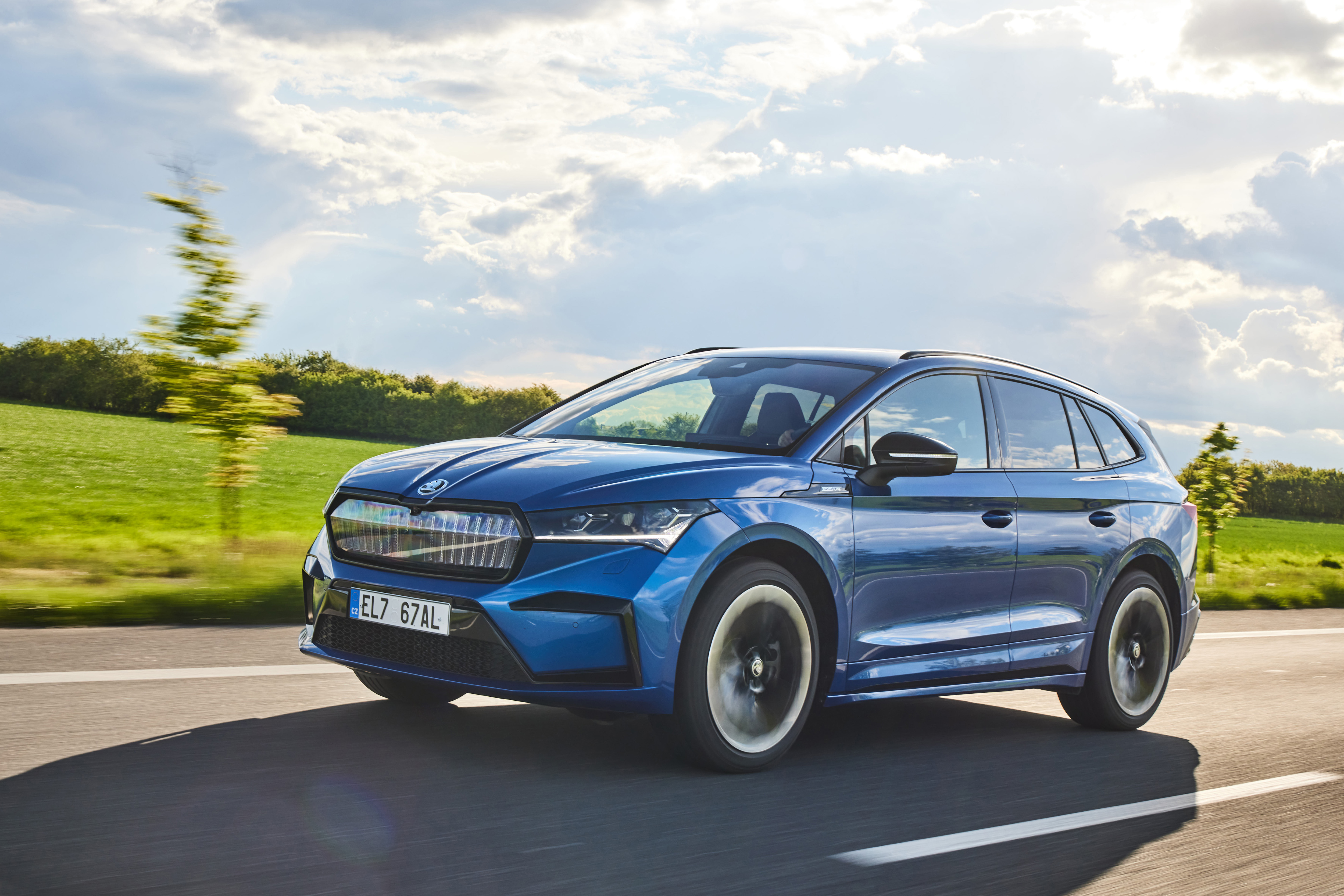 """SKODA ENYAQ iV and SKODA SUPERB COMBI win six awards in """"Family Cars of the Year"""" readers' poll - Image 2"""
