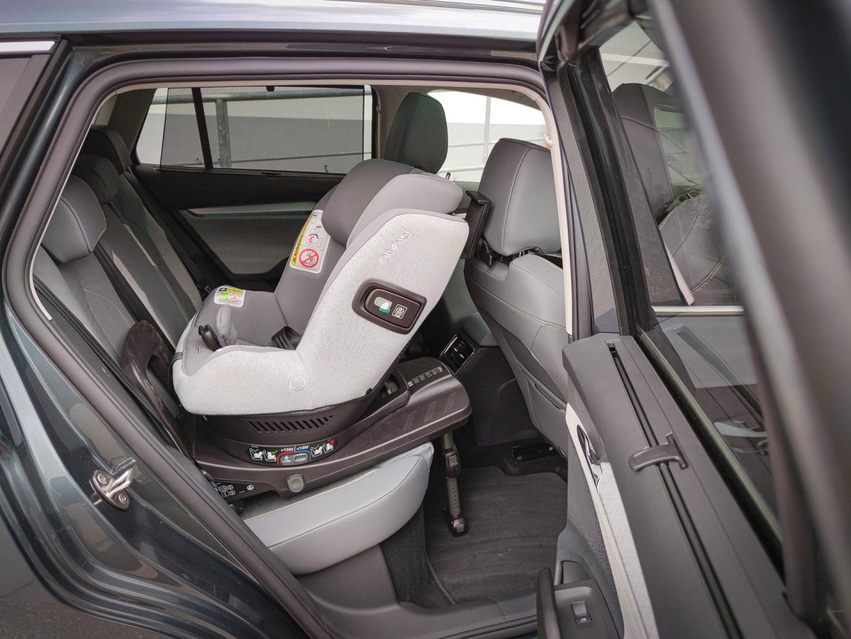 @cestujemespolu - ENYAQ iV a priestor na detskú sedačku