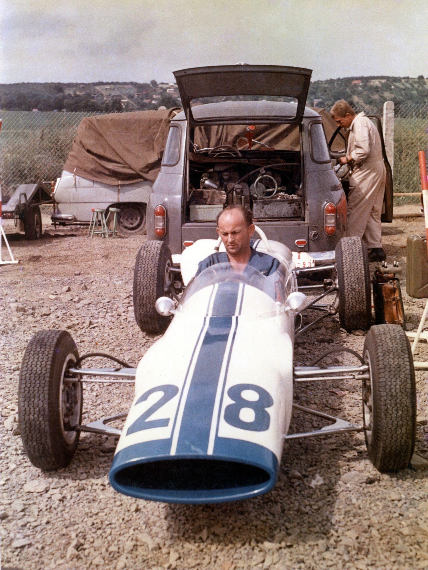 SKODA F3, Type 992 (1964): European-class Formula racing car - Image 6