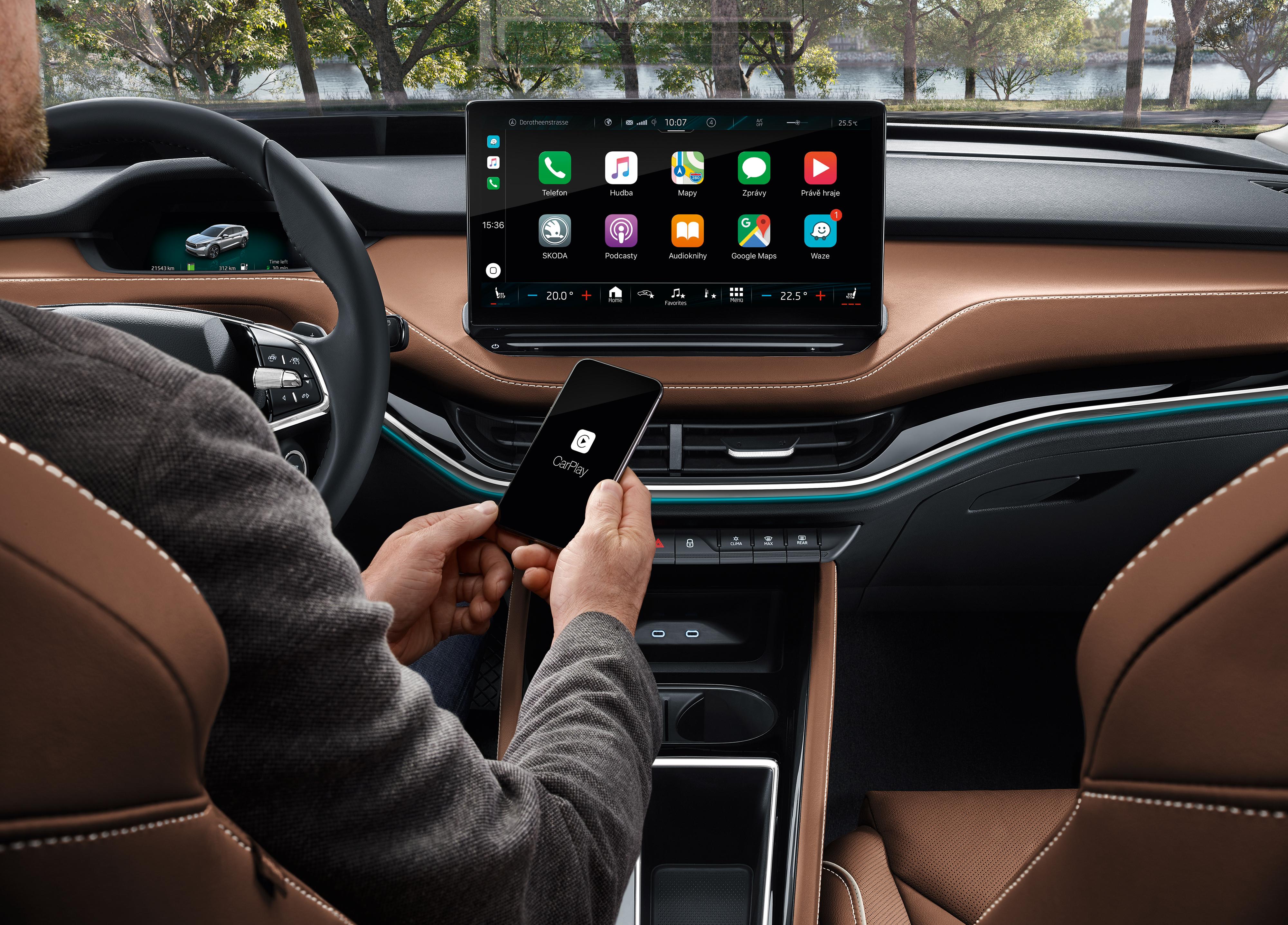 Propojení mezi člověkem, mobilem a vozem je dnes již standardem.
