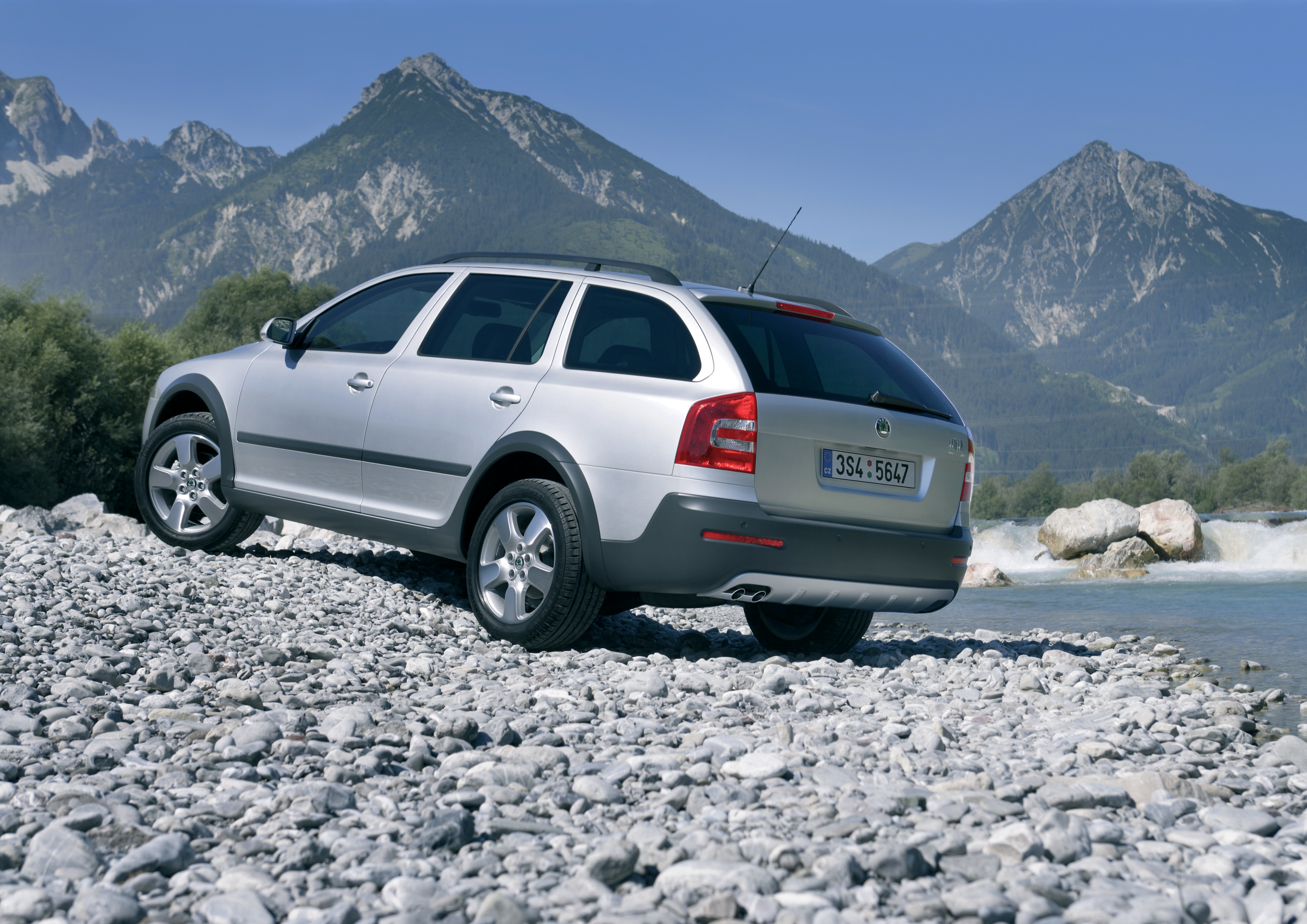 A legend celebrates its 25th anniversary: Four generations of the brand's bestseller, the SKODA OCTAVIA - Image 4