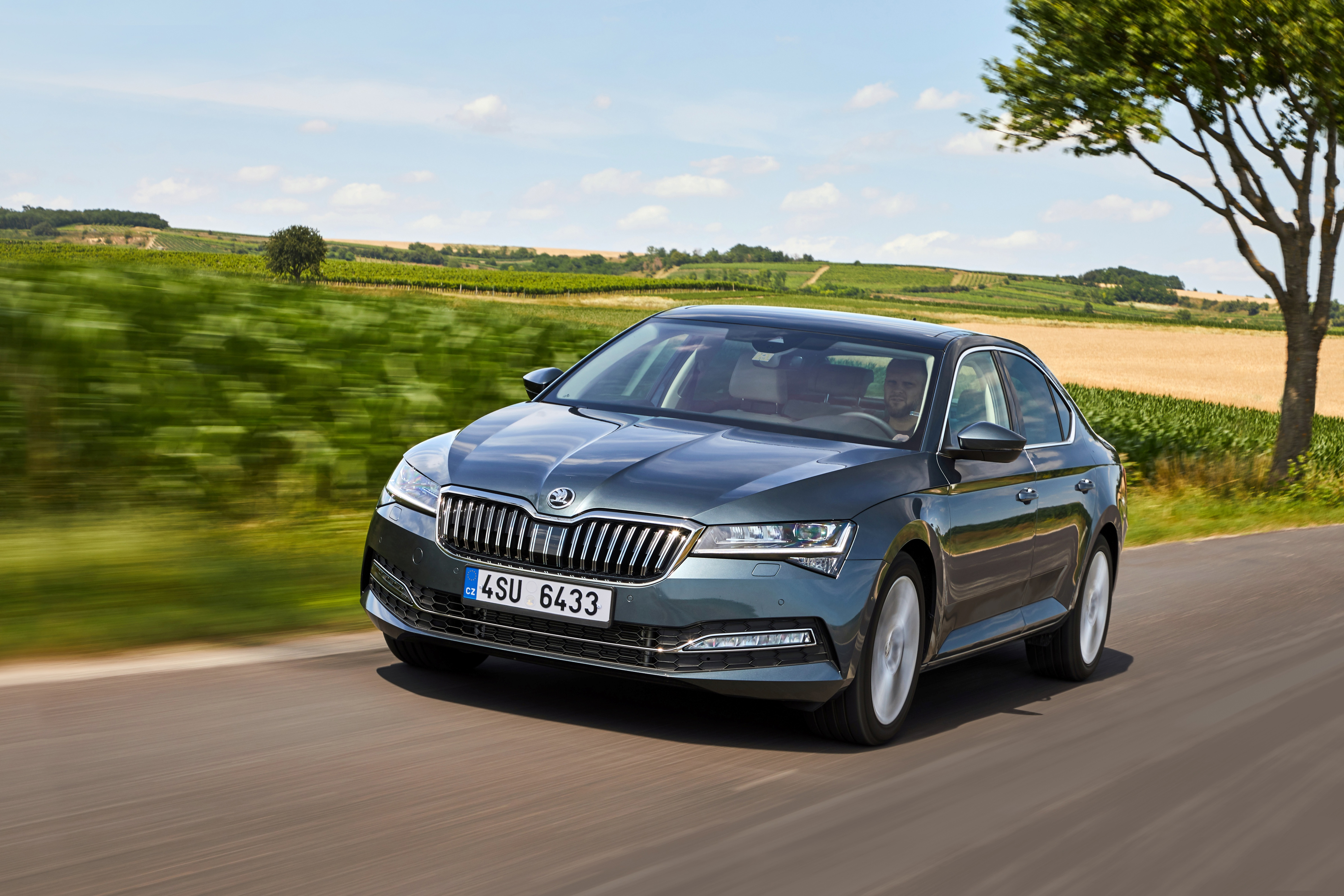 The flagship celebrates an anniversary: the first generation of the modern SKODA SUPERB turns 20 - Image 3